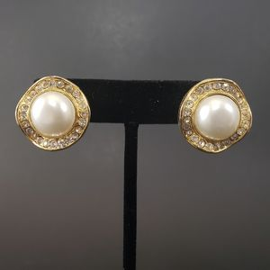 TRUE VINTAGE AVON Classy Statement Earrings